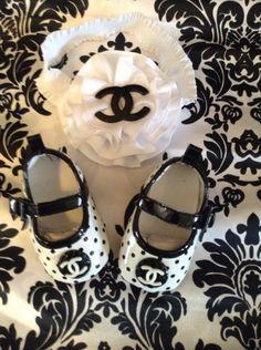 Super Sweet Designer Inspired Baby Girl Shoe by BabyChicShoetique. Chanel Kids, Baby Chanel, Baby Girl Shoes, Girls Shoes, Baby Girl Fashion, Kids Fashion, Fashion Black, Cute Kids, Cute Babies