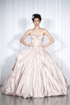 Vestido de novia en suave rosa de Zac Posen (Colección SS 2014) #MBFWNY #vestidosdenovia #weddingdress