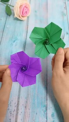 DIY Flower Whirling Gyro DIY Flower Whirling Gyro Susan Teicher SUSA 79 paper CRAFT Use color paper to make flower spin gyro It is very funny nbsp hellip Paper Crafts Origami, Easy Paper Crafts, Diy Origami, Diy Arts And Crafts, Crafts To Do, Creative Crafts, Diy Paper, Paper Crafting, Crafts For Kids