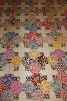 I would like to know what pattern quilt this is...does anyone know?  I'm in love with everything about it.