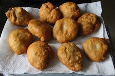 Deep-fried bread stuffed with curried mince or cheese and apricot jam. A classic South African recipe for vetkoek. Braai Recipes, Oven Chicken Recipes, Mince Recipes, Dutch Oven Recipes, Cooking Recipes, West African Food, South African Recipes, Roll Eat, Recipes With Yeast