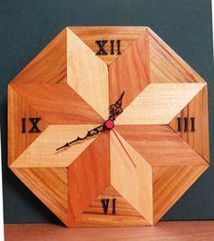 Orologio artigianale in teak doussie e acero di ArtigianalartGeG