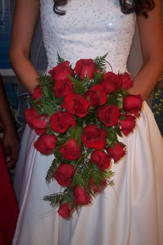 Hottest Photos Bridal Bouquet september Ideas Because just about the most critical and chic extras on the woman, your own bridal bouquet converse Cascading Bridal Bouquets, Rose Bridal Bouquet, Red Bouquet Wedding, Summer Wedding Bouquets, Cascade Bouquet, Bride Bouquets, Bridal Flowers, Red Wedding, Floral Wedding