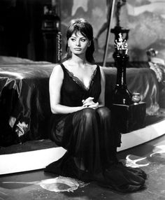 """""""Discipline is the great equalizer. If a young woman is beautiful but has no discipline, she will lose her looks as she grows older. If a plain woman is disciplined she will undoubtedly become more beautiful with time."""" #🇮🇹👑 #SophiaLoren"""