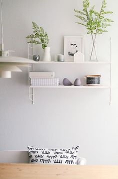 'Minimal Interior Design Inspiration' is a biweekly showcase of some of the most perfectly minimal interior design examples that we've found around the web - Scandinavian Shelves, Design Scandinavian, Interior Design Examples, Interior Design Inspiration, Design Ideas, String Shelf, Decoration Design, Shabby Chic Homes, Interiores Design