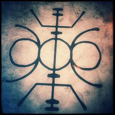 To fortify personal determination, and help gain the strength to carry through. #galdrastafir #pagan #heathen #asatru #vikings #magick #sigils #rune #runic #norse #nordic #galdr #occult
