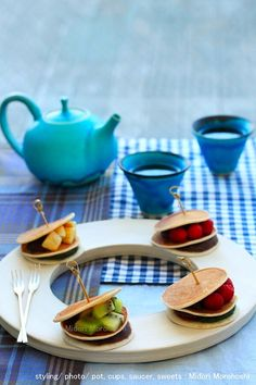 和菓子【米粉のミニどら焼きフルーツサンド〜Dorayaki(Japanese pan cake)】 I made mini size Dorayaki(Japanese  pancakes) stuffed with bean jam with rice flour …so soft and delicious♡  You can cook these sweets with your guests of home party, if you have hot plate machine, and favorite bean jam and fruits♪  ✳︎styling / photo / : Midori Morohoshi(http://ameblo.jp/greenonthetable/imagelist.html)