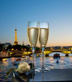 Coupes de champagne avec vue de Paris la nuit - Buy this stock photo and explore similar images at Adobe Stock I Love Paris, Beautiful Paris, Paris Paris, Photos Of The Week, Luxury Travel, White Wine, Cheers, Pictures, Paris Romance