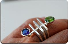 \ SILVER RING WTH PERIDOT AND AMETHYST \