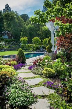 37 Flower Landscape Design Ideas to have a Colorful Garden - Backyard Landscaping Amazing Gardens, Beautiful Gardens, Path Design, Design Ideas, Diy Design, Custom Design, Flower Landscape, Traditional Landscape, Neo Traditional