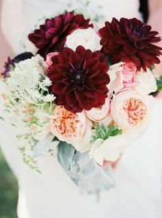 Photography: Marcie Meredith Photography - marciemeredith.com Floral Design: Lou Dee's Floral - www.loudeesfloralandgift.com