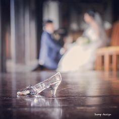#ガラスの靴  このシックな雰囲気にピッタリのガラスの靴  使いたいアイテムがあれば持って来てもらえると色んなパターンの使い方でそれを生かして撮らせてもらいますよ  #結婚#結婚式#結婚写真#ブライダル#ウェディング#wedding#前撮り#ロケーション前撮り#ドレス#カメラマン#結婚式カメラマン#ブライダルカメラマン#写真家#結婚式準備#花嫁準備#花嫁#プレ花嫁#プロポーズ#ウェディングドレス#バンプデザイン#bumpdesign#instagramwedding#instagramjapan#イトウスグル#IGersJP#写真好きな人と繋がりたい #ファインダー越しの私の世界#日本中のプレ花嫁さんと繋がりたい#三重結婚式
