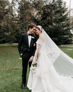 Wedding Goals, Wedding Pics, Wedding Shoot, Chic Wedding, Dream Wedding, Wedding Ideas, Wedding Details, Wedding Dress Men, Bridal Dresses