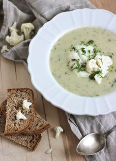 Creamy cauliflower soup with poached egg. (in Polish) Creamy Cauliflower Soup, Souped Up, Soup Recipes, Healthy Recipes, Recipe Sites, Ramen Noodles, Poached Eggs, Other Recipes, Soups And Stews