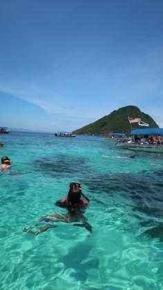 O paraíso azul das ilhas Perhentian, Malásia | Viaje Comigo Cameron Highlands, Kuala Lumpur, Water, Outdoor, Islands, Traveling, Blue, Gripe Water, Outdoors