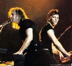 Rare pic! David Bryan and Jon Bon Jovi on the keyboards. @suelimariarufino   Instagram.