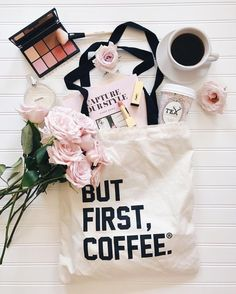 But first, coffee. With a bit of blush and fresh pink rose bouquet # Coffee 🖤 But First Coffee, Coffee Love, Coffee Coffee, Fotografie Blogs, Blog Instagram, Flat Lay Inspiration, Flat Lay Photos, Hd Photos, Pink Rose Bouquet