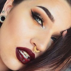 Sultry 'Bombshell' look by Lilacbat using Makeup Geek's Vegas Lights Palette.