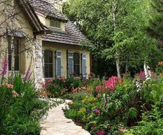 Lovely cottage w/ front yard garden