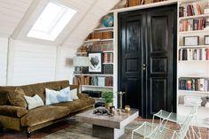 Living room - Custom made book shelf - Massproductions - Concrete table - ESNY