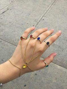 Y yo soy iron man V. Hand Jewelry, Cute Jewelry, Jewelry Accessories, Jewellery, Marvel Funny, Marvel Avengers, Accesorios Casual, Geek Stuff, Fashion Jewelry