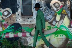 """cutfromadiffcloth: """" Ozwald Boateng's """"I Love Soweto"""" Shoot 'From the beginning I have always wanted to shoot this collection in Africa, and The 'I Love Soweto' shoot captured what I was trying to do. Levi Roots, Ozwald Boateng, African Clothing For Men, Green Suit, African Design, Men's Grooming, Mode Inspiration, British Style, Fashion Shoot"""