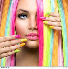 Красота Портрет девушки с красочными макияж