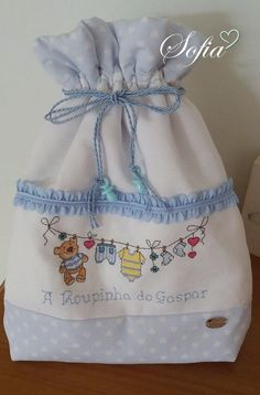 Saco primeira roupinha bordado a ponto cruz Easy Cross Stitch Patterns, Simple Cross Stitch, Cross Stitch Baby, Cross Stitch Animals, Kids Dress Patterns, Bag Patterns To Sew, Hand Embroidery Patterns, Baby Patchwork Quilt, Burlap Bags