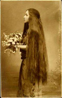 I love vintage long hair photos. I guess my photos of my long hair will be vintage one day too!
