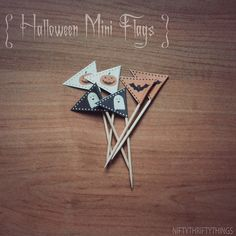 {free printable: halloween bunting & flags} by {nifty thrifty things}, via… Halloween Bunting, Halloween Themes, Halloween Crafts, Halloween Party, Mini Flags, Bunting Flags, Free Printables, Creations, Cupcake Stands