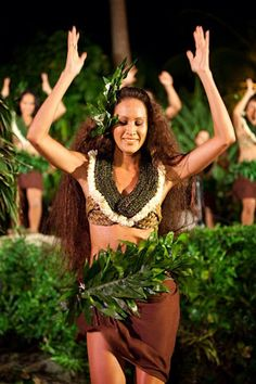 Kohai Tahitian Costumes, Tahitian Dance, Polynesian Dance, Flower Dance, Royal Beauty, Hula, Dance Costumes, Hawaiian Leis, Fashion Beauty