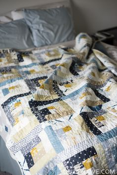 Quilty Love | Observer Log Cabin Quilt | http://www.quiltylove.com