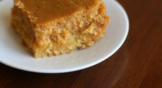 Art Paula Deen Pumpkin Gooey Butter Cake- my go-to Thanksgiving dessert. This stuff is amazing. Pumpkin Gooey Butter Cake, Butter Pound Cake, Gooey Cake, Just Desserts, Delicious Desserts, Yummy Food, Yummy Yummy, Pumpkin Casserole, Yummy Treats