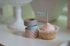 happy tape cupcake flags Isabel Hernandez, Cupcake Flags, White Cupcakes, General Crafts, Diy Tutorial, Homemade, Simple, Mormons, Party