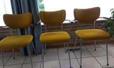 3 oranje stoelen met leuning - € 15,00