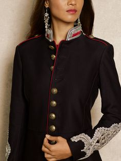 Embroidered Twill Jacket Women - R L Chic and . Military Jacket Women, Military Style Jackets, Military Coats, Military Inspired Fashion, Military Fashion, Blazers For Women, Jackets For Women, England Fashion, Mode Style