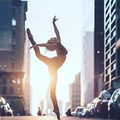 Photography Urban Ballet City Streets Ideas For 2019 Images Disney, Dancer Photography, Photography Portraits, Dance Poses, Ballet Beautiful, Beautiful Sunset, Dance Pictures, Just Dance, Ballet Dancers