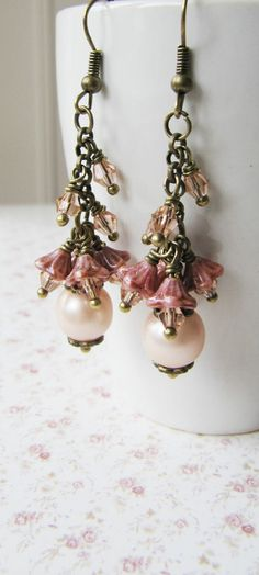 Peach cluster earrings, vintage style, by romanticcrafts #handmade #vintage-style #romantic