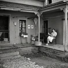 Front Porch, Lincoln, Vermont, photo by Louise Rosskam. For more information on this WPA image from the Library of Congress archiv. Antique Photos, Vintage Pictures, Vintage Photographs, Old Pictures, Old Photos, Shorpy Historical Photos, People Reading, House With Porch, Vintage Farm