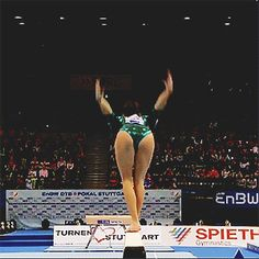 (gif of Larisa Iordache's BHS+tuck full)