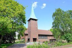 1470 Auferstehungskirche in Hamburg Marmstorf - Kirchturm mit Kupferspitze. Die Auferstehungkirche wurde 1958 fertig gestellt; Architekten Schmidt + Kraut. | von christoph_bellin