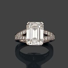 A diamond and platinum ring by Boucheron set with an emerald-cut diamond - by Hôtel des Ventes de Monte-Carlo