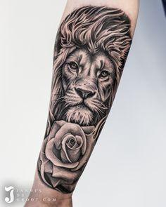 Realistic Lion Tattoo Jannes de Groot Tattoo Leo Lion Tattoos, Lion Forearm Tattoos, Mens Lion Tattoo, Tiger Tattoo, Animal Tattoos, Lion Arm Tattoo, Tattoo Ink, Animal Sleeve Tattoo, Lion Tattoo Sleeves
