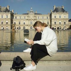 Reading in paris is a dream Looks Street Style, Photo Instagram, Mode Inspiration, Belle Photo, Dream Life, Summer Vibes, Around The Worlds, France, Photoshoot