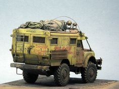 "Land Rover Defender ""HOTHEAD MAIL 2033"" 1/35 Scale Model"
