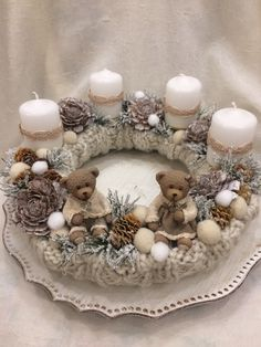 Christmas Swags, Diy Christmas Ornaments, Christmas Home, White Christmas, Rustic Table Runners, Ladybug Crafts, Advent Wreath, Christmas Table Decorations, Beautiful Christmas