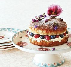 Pretty cakes deserve only the prettiest cake stands - this one in Rose & Bee really shows off your baking (or your shopping and… Emma Bridgewater Pottery, Victoria Sponge Cake, Pretty Cakes, Panna Cotta, Baking, Breakfast, Ethnic Recipes, Desserts, Food