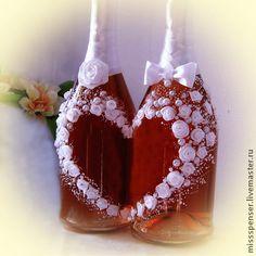 Свадебное шампанское - `Белая нежная свадьба`. Если невеста в белоснежном платье - значит на свадебном столе должны быть и белоснежные свадебные аксессуары. Розы - символ любви и нежности. Ручная роспись и белоснежные атласные розочки - очень изысканно и романтично.
