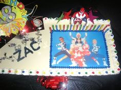 One of our Medium (A4) Rectangle Custom Icing Edible Image Cake Toppers has been used in the creation of this cool birthday cake.