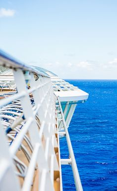 Hang out. Whirlpools onboard Oasis of the Seas extend 12 feet beyond the sides of the ship, so you can unwind right over the ocean.